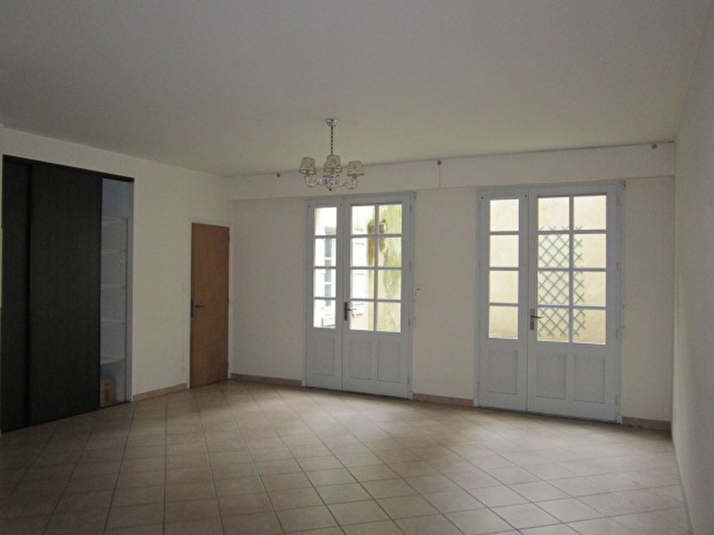 appartement-fontenay-le-comte-3-piece-s-74-32-m2